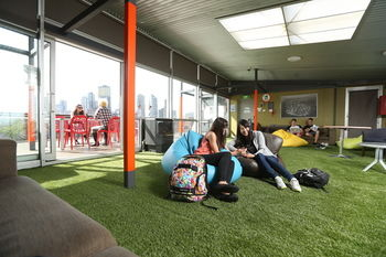 Melbourne Metro YHA - Hostel - Accommodation in Surfers Paradise