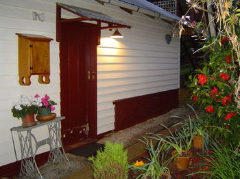 Stones Throw Cottage Bed & Breakfast