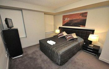 North Sydney 2207 Ber Furnished Apartment - Accommodation in Surfers Paradise