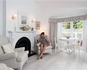 White Dove Cottage Bed and Breakfast - Accommodation in Surfers Paradise