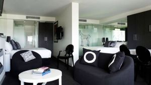 The Cullen - Accommodation in Surfers Paradise