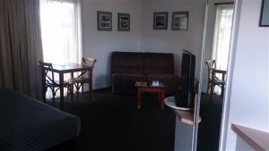 Budget On The Lake - Accommodation in Surfers Paradise
