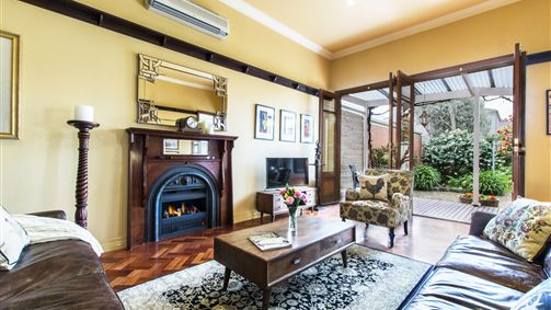 Avalon Guesthouse - Accommodation in Surfers Paradise