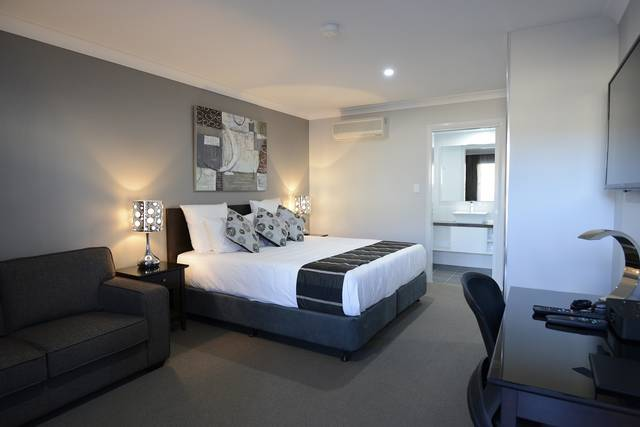Aastro Dish Motor Inn - Accommodation in Surfers Paradise