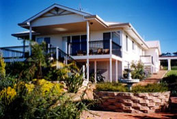 Lovering's Beach Houses - The Whitehouse Emu Bay - Accommodation in Surfers Paradise