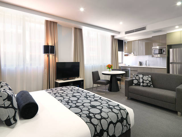Meriton Serviced Apartments - North Ryde - Accommodation in Surfers Paradise