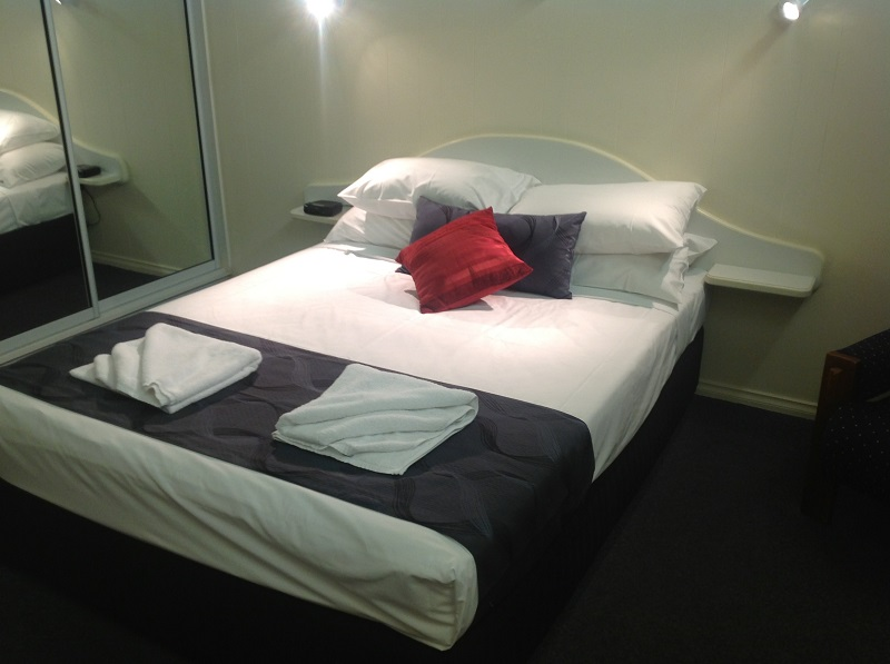 Parkside Motel  Licensed Restaurant - Accommodation in Surfers Paradise