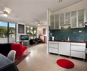 Beachside Tropical Retreat - Accommodation in Surfers Paradise