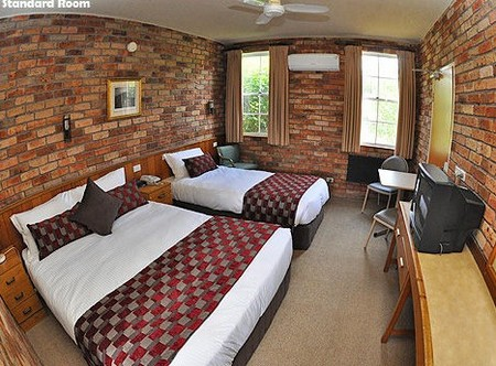 Log Cabin - Accommodation in Surfers Paradise