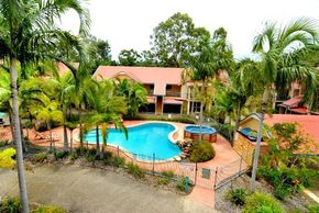 Beach Court Holiday Villas - Accommodation in Surfers Paradise