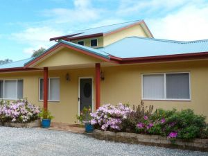 Whitby on Wallis Lakefront Cottage - Accommodation in Surfers Paradise
