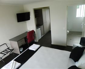 Dooleys Tavern and Motel Springsure - Accommodation in Surfers Paradise