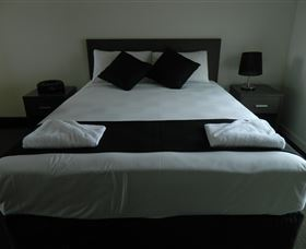 Dooleys Tavern and Motel Capella - Accommodation in Surfers Paradise