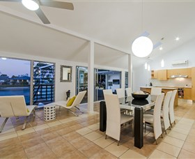 Kurrawa Cove At Vogue Holiday Homes - Accommodation in Surfers Paradise