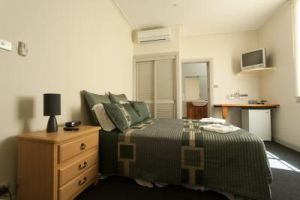 Tommys Tavern  - Accommodation in Surfers Paradise