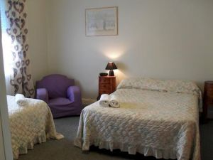 Aaron Cottage - Accommodation in Surfers Paradise