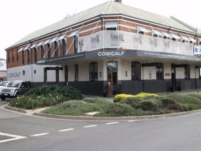 Cow and Calf Hotel - Accommodation in Surfers Paradise