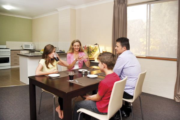 Oxley Court Apartments - Accommodation in Surfers Paradise
