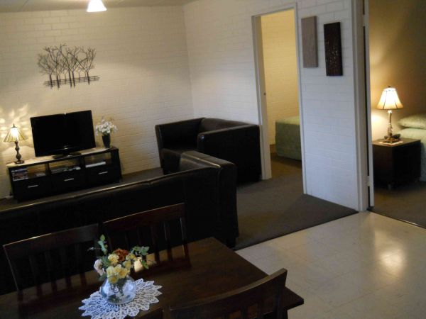 BJs Short Stay Apartments - Accommodation in Surfers Paradise