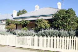 Florennes Heritage Cottage - Accommodation in Surfers Paradise