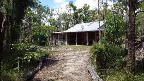 Byfield Cabins on Waterpark Creek - Accommodation in Surfers Paradise