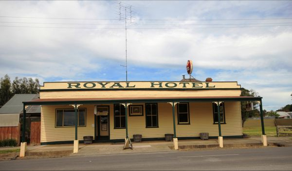 Royal Hotel Snake Valley - Accommodation in Surfers Paradise