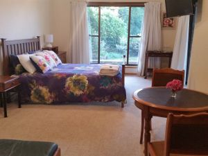 Beezneez BB - Accommodation in Surfers Paradise