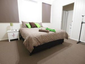 Hayden House - Accommodation in Surfers Paradise