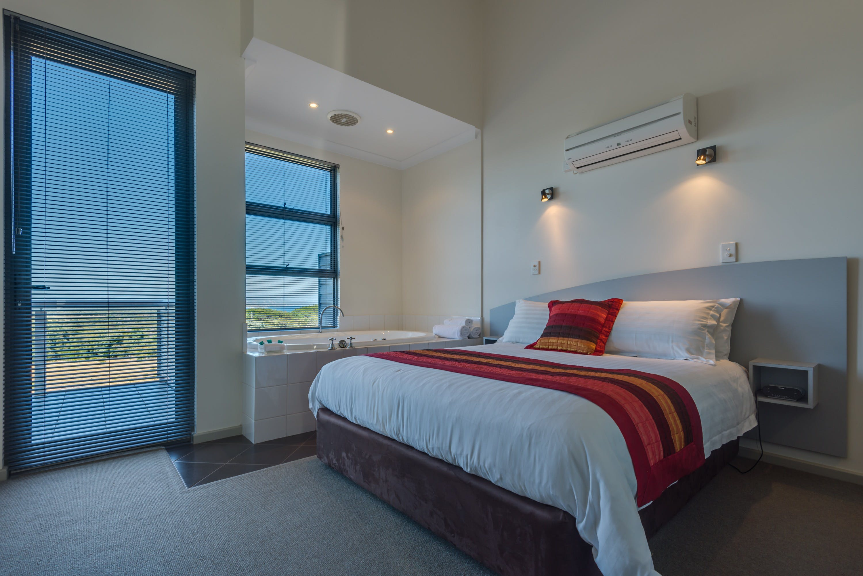 Cosy Corner Beach Apartment - Accommodation in Surfers Paradise