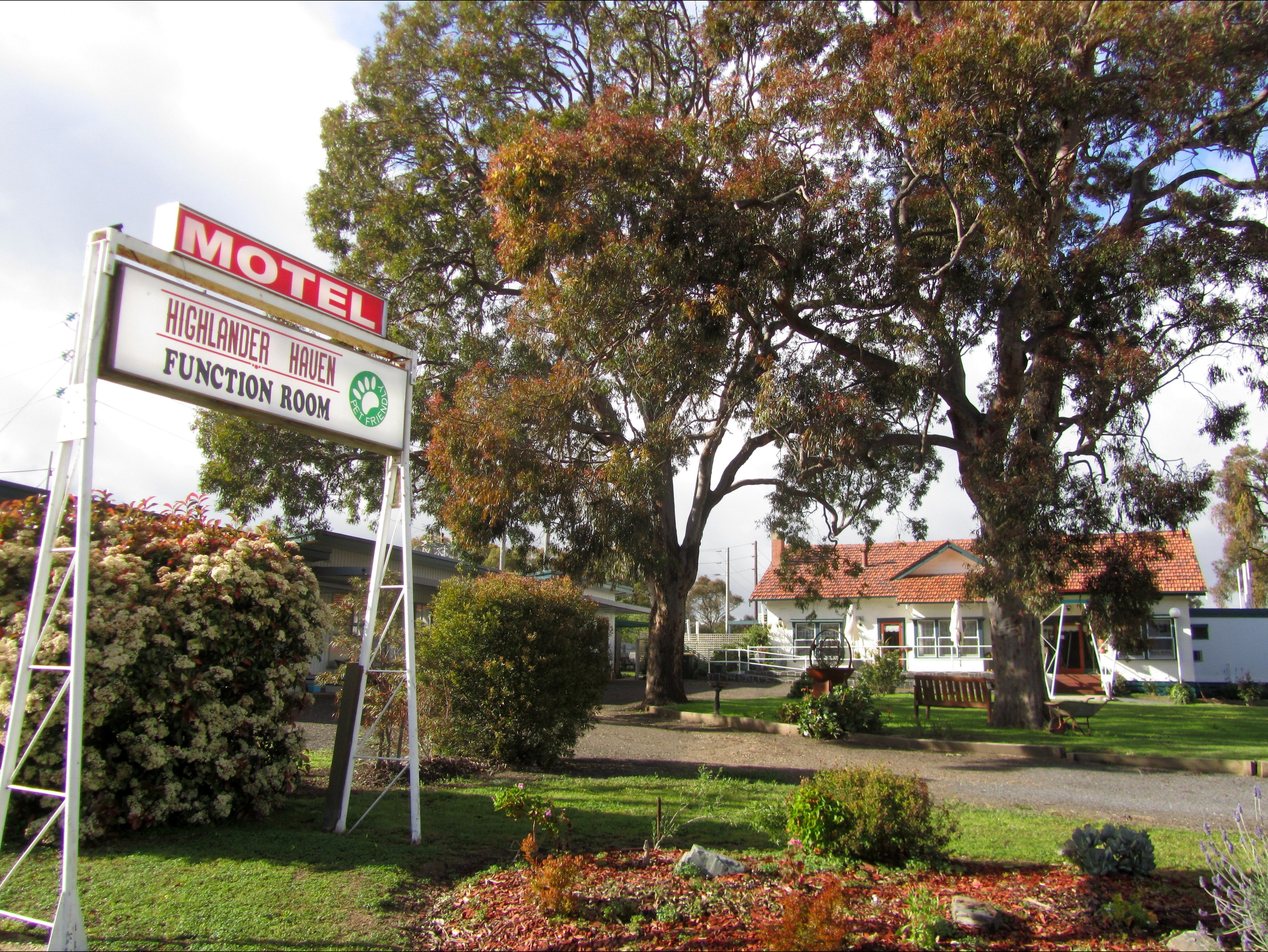 Highlander Haven Motel and Function Centre - Accommodation in Surfers Paradise