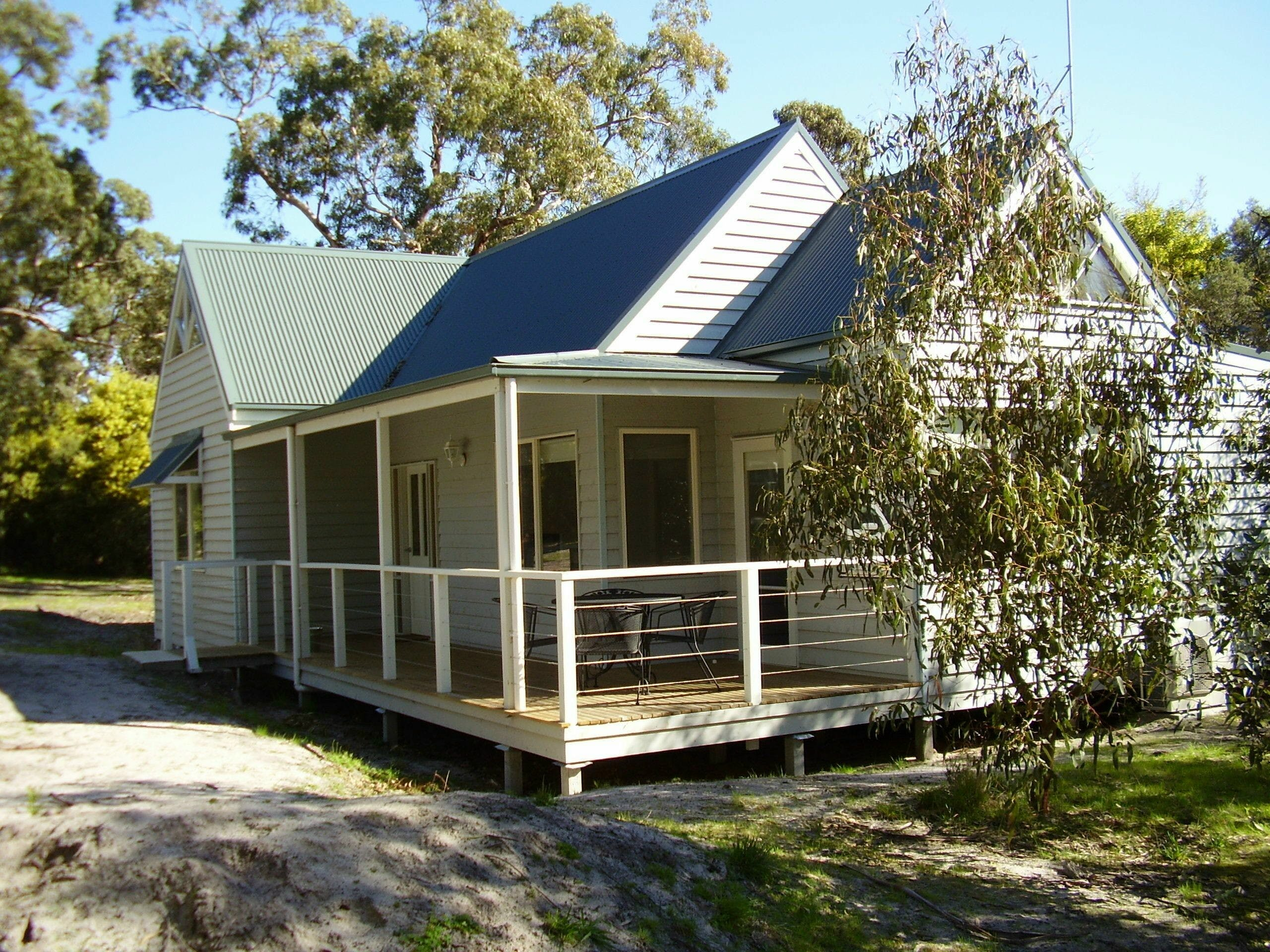 Hooked Inn Cottages - Accommodation in Surfers Paradise