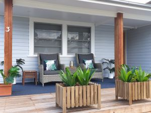 Long Jetty Lake House - Accommodation in Surfers Paradise