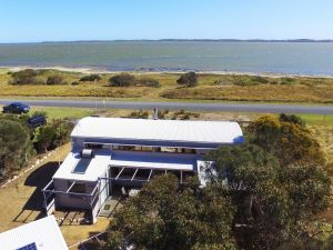 Coorong Aurora - Breathtaking Waterfront Escape - Accommodation in Surfers Paradise