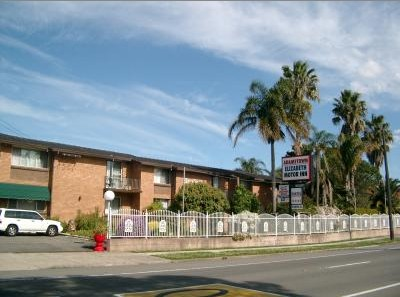 Adamstown Motor Inn - Accommodation in Surfers Paradise