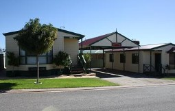 Outback Villas - Accommodation in Surfers Paradise
