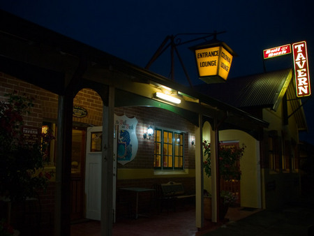 The Bull and Bush Tavern - Accommodation in Surfers Paradise