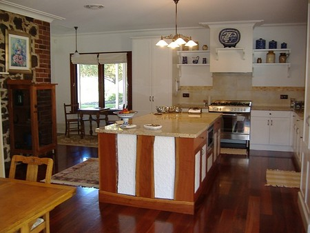 Poplar Cottage Bed And Breakfast - Accommodation in Surfers Paradise
