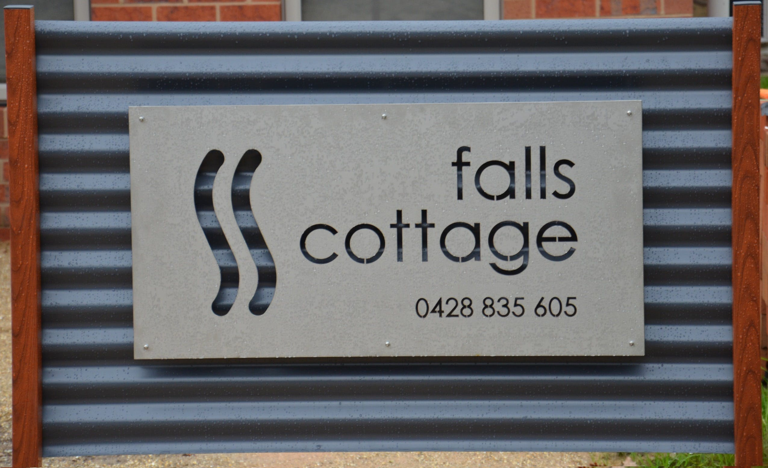 Falls Cottage Whitfield - Accommodation in Surfers Paradise
