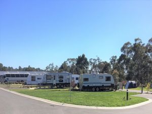 Lilydale Pine Hill Caravan Park - Accommodation in Surfers Paradise