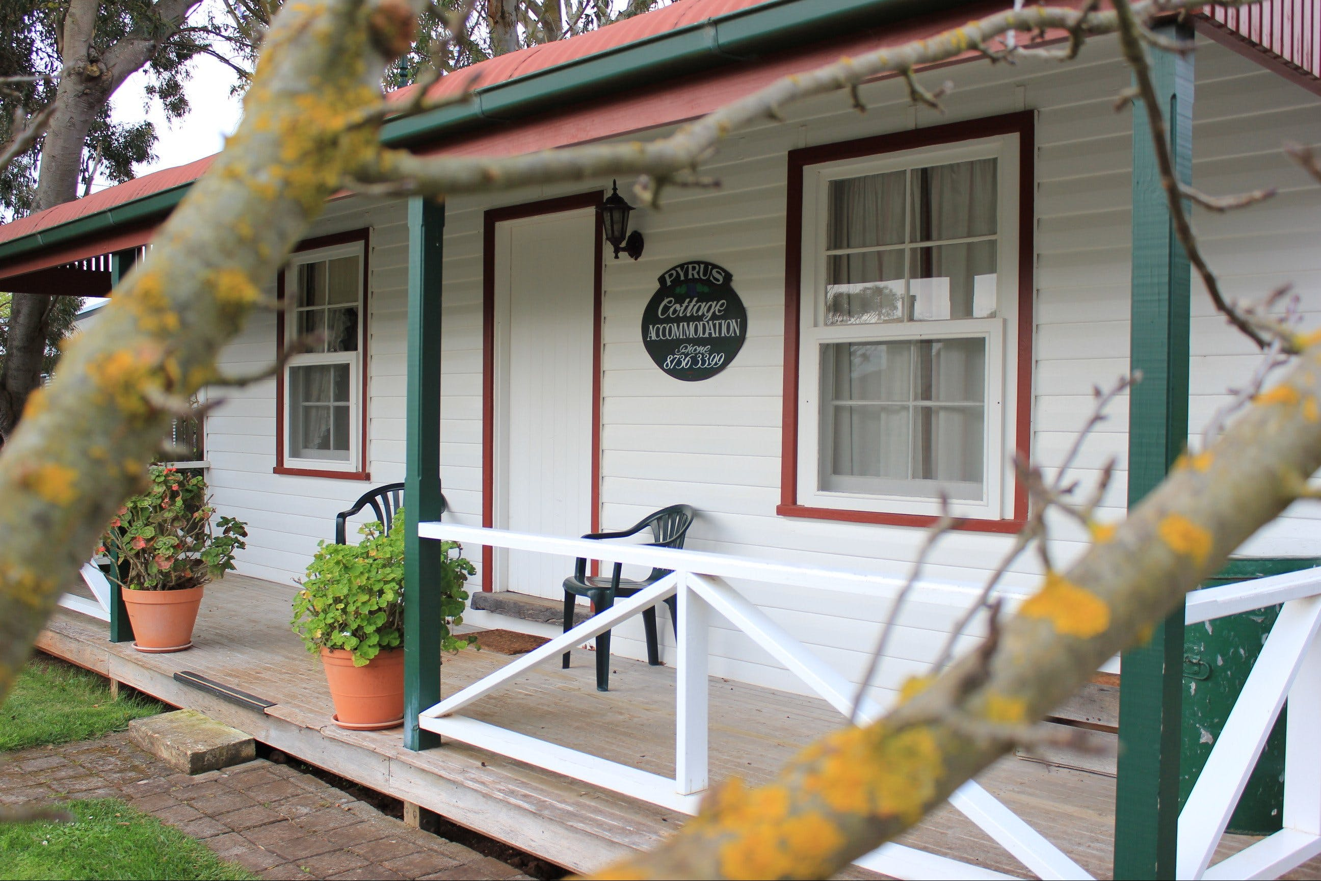 Coonawarra's Pyrus Cottage - Accommodation in Surfers Paradise