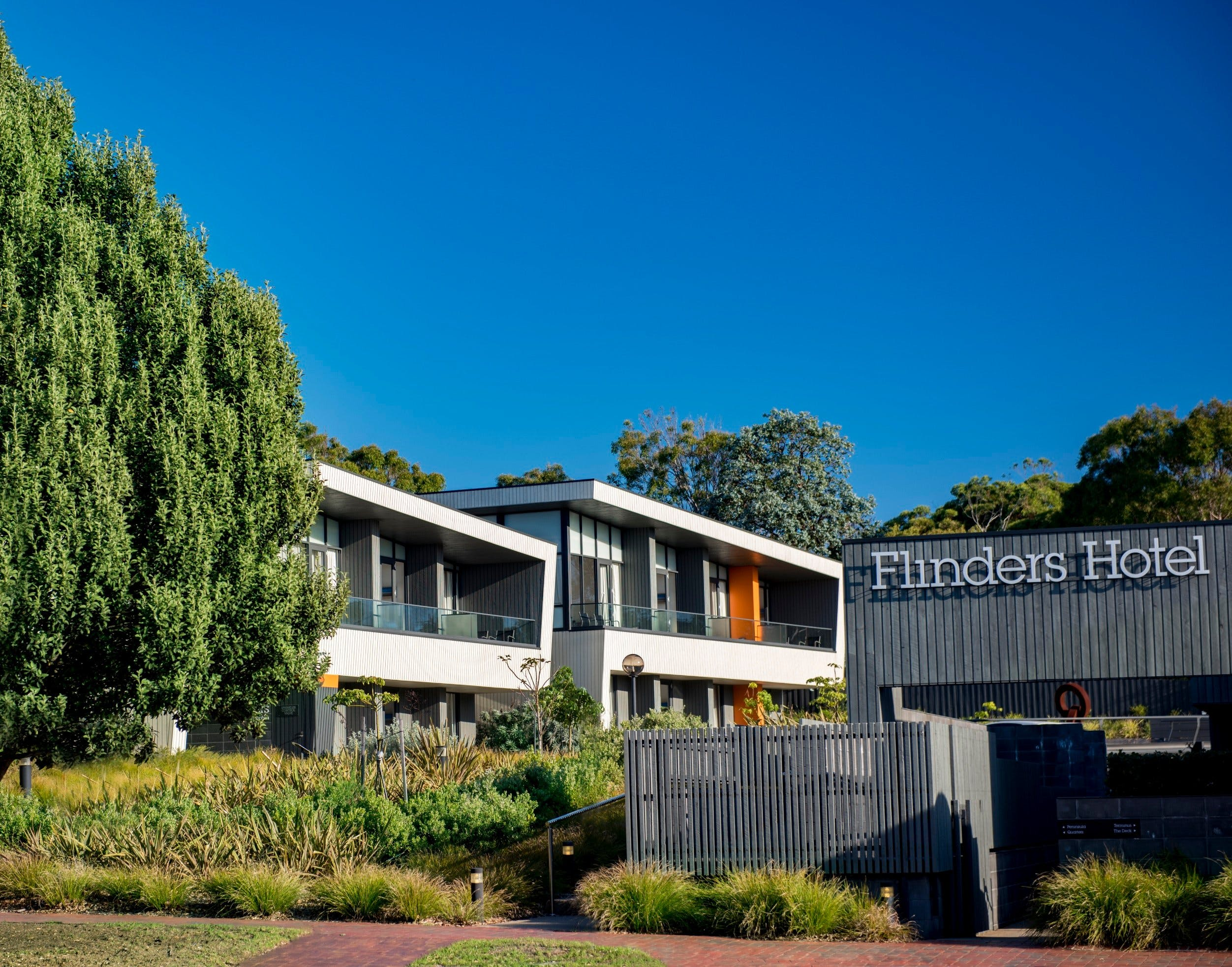 Flinders Hotel - Accommodation in Surfers Paradise