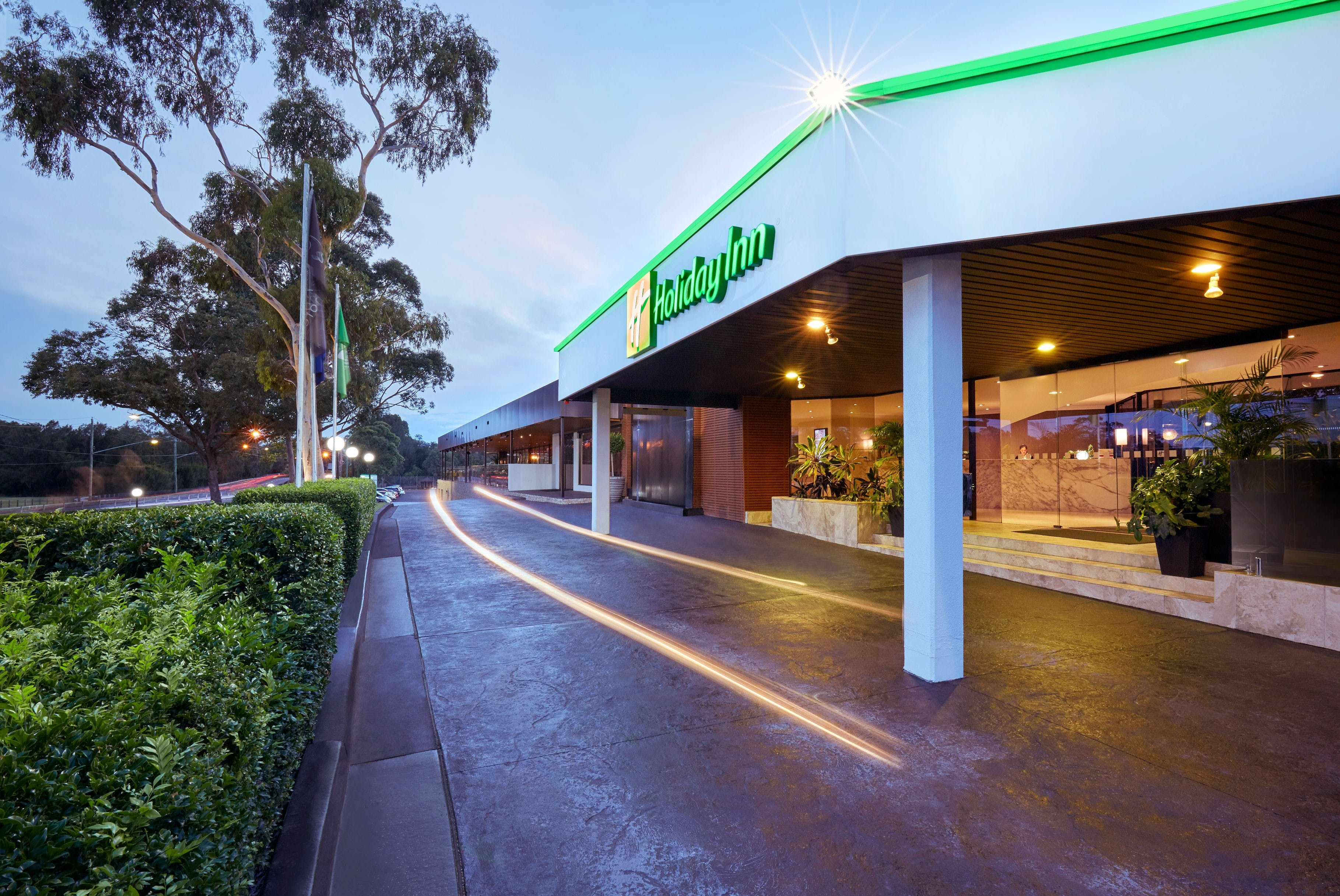 Holiday Inn Warwick Farm - Accommodation in Surfers Paradise