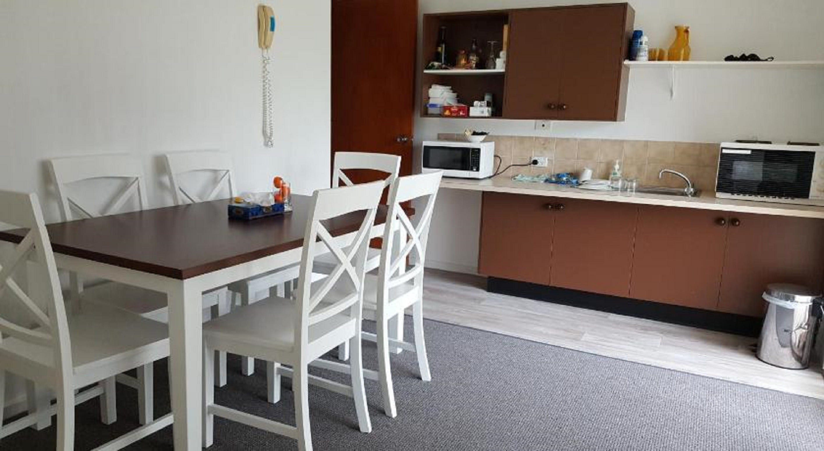 Tabourie Lake Motor Inn - Accommodation in Surfers Paradise