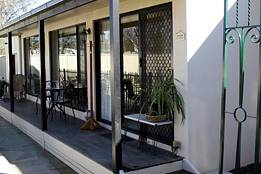 Courtside Cottage Bed and Breakfast - Accommodation in Surfers Paradise