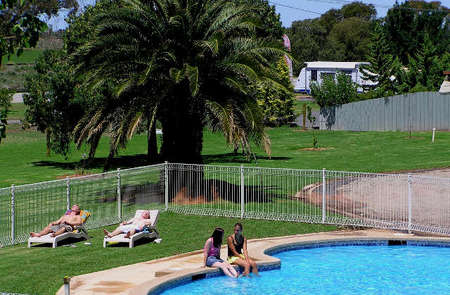 Swan Hill Holiday Park - Accommodation in Surfers Paradise