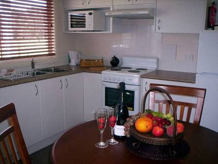 Prom Port Cottages - Accommodation in Surfers Paradise