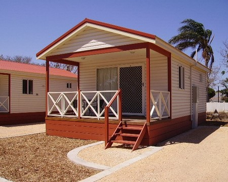 Outback Oasis Caravan Park - Accommodation in Surfers Paradise