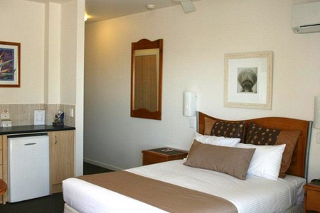 Yamba Beach Motel - Accommodation in Surfers Paradise