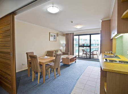 Oaks Waterfront Resort - Accommodation in Surfers Paradise