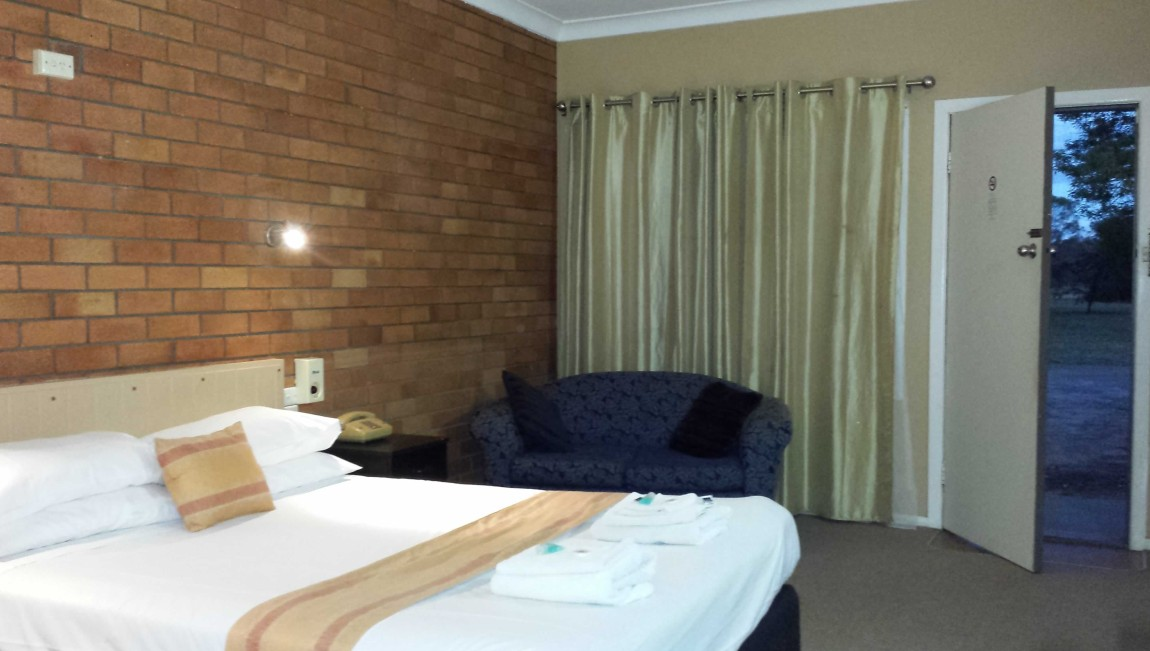 AA Hilldrop Motor Inn - Accommodation in Surfers Paradise